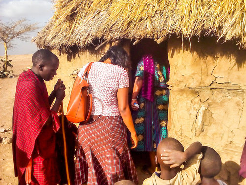 evangelising+maasai+young+mother+in+her+home