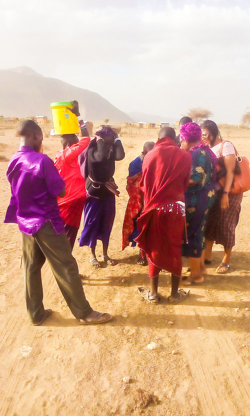 praying+Maasai+women